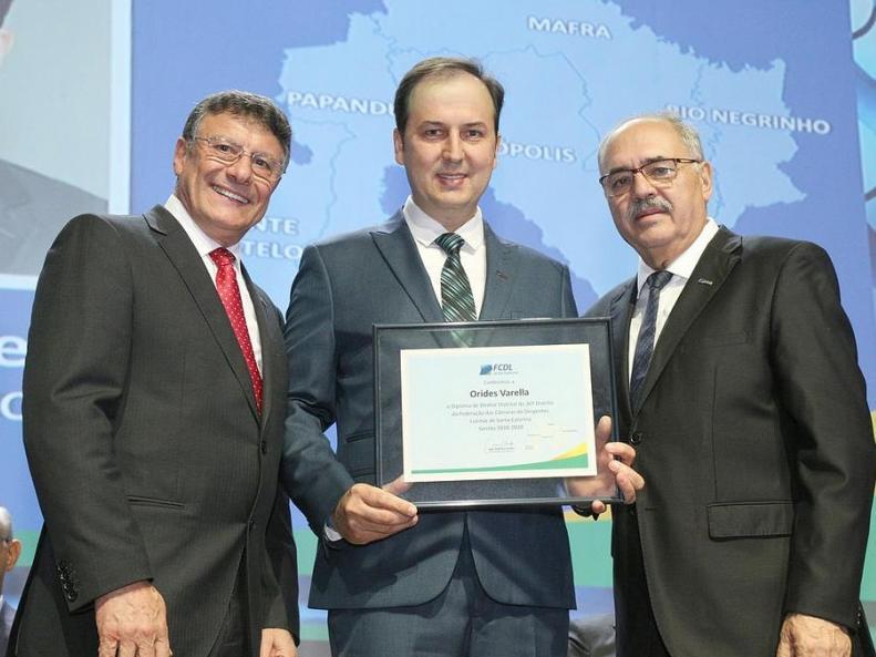 Presidente da CDL de Itaiópolis é empossado como Diretor Distrital do 36° Distrito durante o 18° Encontro Catarinense de Lideres Lojistas da FCDL/SC