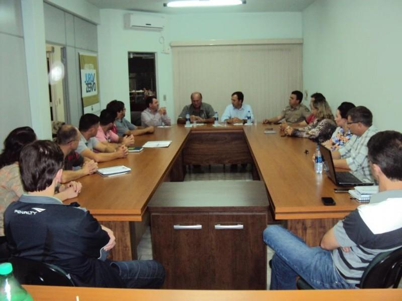 AEI reúne lideranças para discutir problemas locais